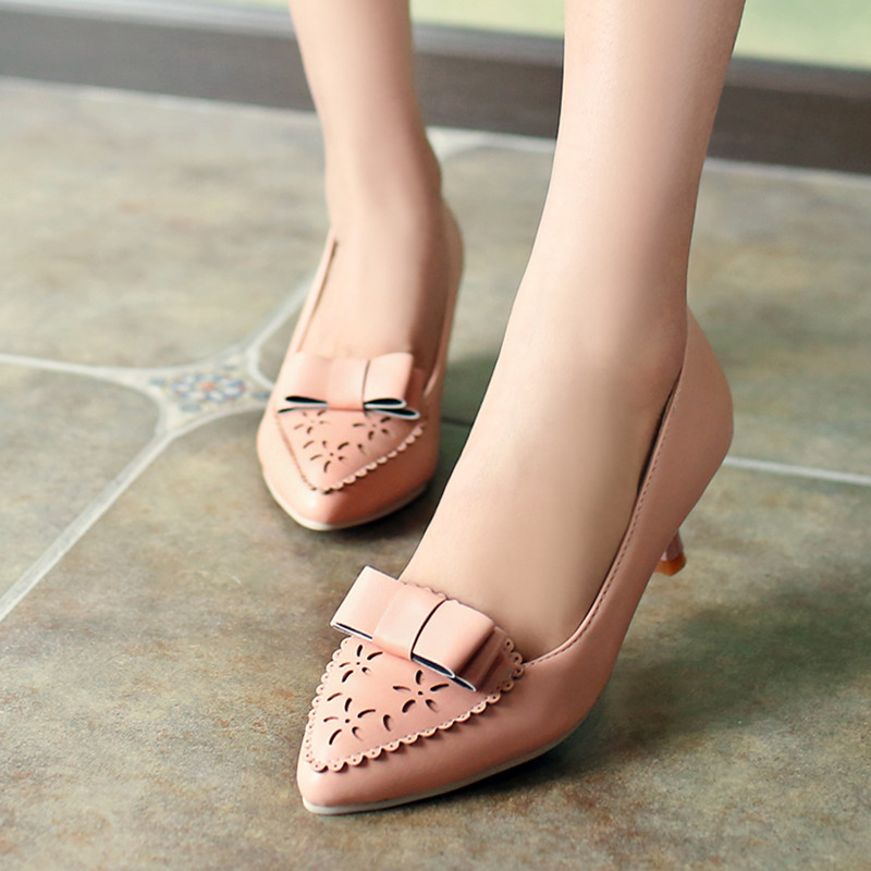 Charming Pointed Toe Shoes Women Carved Hollow Low Heeled Shoes Office Ladies Low Heels Black Female Work Dress Samll Size Shoes<br><br>Aliexpress