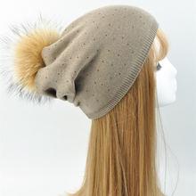 Mujeres lana Piel auténtica pompom sombrero mujer Invierno 2017 punto  gorros mapache Pieles de animales POM 0ce9a0551702