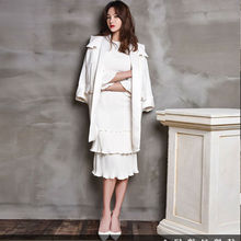 High-quality runway design star wearing 2017 spring new women's cake-shaped round neck fold white red dress