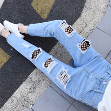 2017 new fashion all-match nets hole stitching two color (blue. Blue) washed denim pants nine bags.