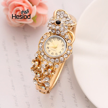 2017 New Fashion Ladies Elegant Bracelet Watch Luxury Full Crystal Gold Alloy Quartz Watch Charm Mini Watch Women Dress Watch