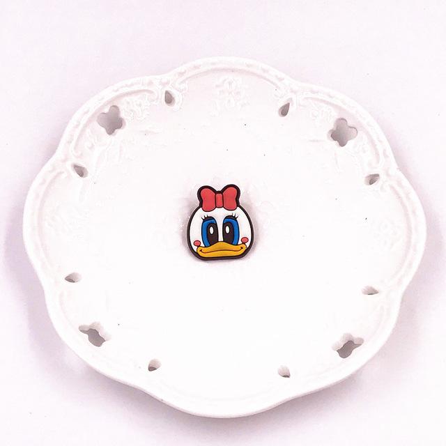 1PCS-Cute-Bear-Dog-Mickey-Minnie-Badges-Pin-Kawaii-Cartoon-Icon-Badges-Buttons-Pins-Badges-Bags.jpg_640x640 (5)