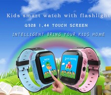 2017 New Kids GPS Tracker Watch Kids Smart Watch with Flash Light Touch Screen SOS Call Location Finder for Child Q528-YQT