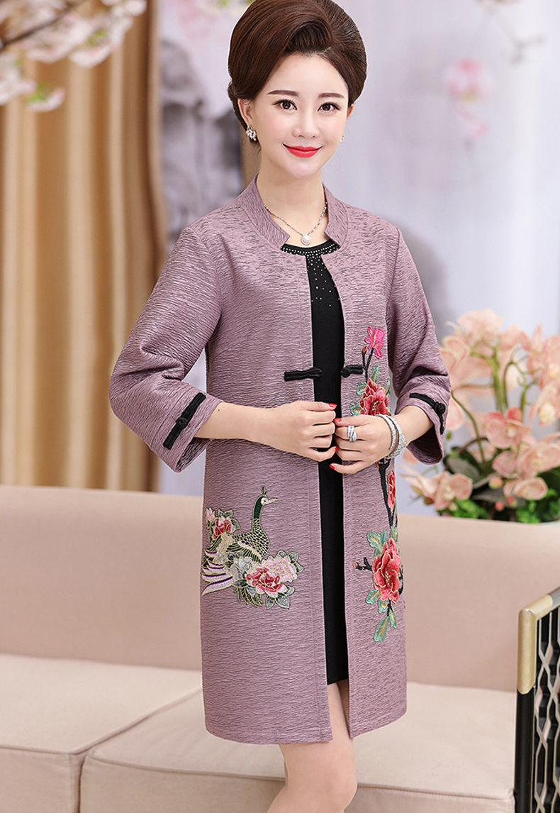 Middle age Embroidery Coat 2017 New Women Cardigan Windbreaker Long Vintage Top Spring Autumn Clothing Casual Outerwear ONE776