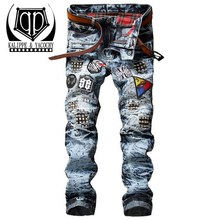KALIPPE YACOCHY Men's badge patch ripped biker jeans Casual snow acid washed denim pants Pleated slim straight long trousers Bac(China)