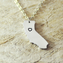 California CA Tennessee TN Arizona AZ necklace alloy necklace heart State Necklace State Charm Map necklace Map Jewelry(China)