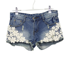 2016 Summer Lace Floral Beading Women Shorts Wash Jeans Denim Shorts Rivet Decorated Lady Short Pants Trousers Size S-2XL