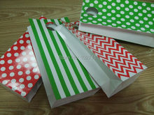 Christmas Green Red Gift Treat Bags Party Paper Candy Favor Bags,Paper with Polka dot,Stripes Chevron Pattern(China)