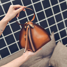 Top Fashion Women Triangle Handbag Pyramid Shape Clutch Leather Purse Designer Phone Bag Famous Brand women Evening Wristlet bag