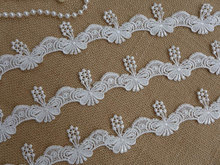 White Lovely Butterfly Lace Trim Venice Lace Butterfly Appliques for Bridal, Wedding pillow, Quilt, Costumes