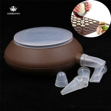 Trendy Tea-pot Shaped Food Degree Silicone Piping Pot Dessert Decorators For Milk Sauce Macaron Decorating Pen 5 nozzles(China)
