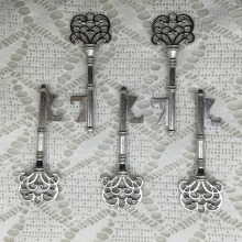 100pcs/lot Classic Creative Wedding Favors Party Back Gifts for Guest Silver Skeleton Key Beer Bottle Opener(China)