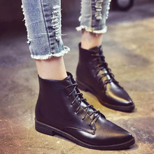 2017 Autumn Low Heel Leather Boots Women Fashion Cool Motorcycle Martin Short Design Boots Women Lacing Pumps Pointed Toe B80325