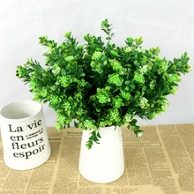 Eucalyptus Grama Verde Artificial Plantas Para WeddingDecoration Planta com folha de Flores De Plástico do Agregado Familiar Definir decoração da parede(China)