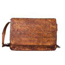 New Pattern Woman Package Genuine Leather Rivet Shoulder Messenger Head Layer Cowhide Woman Package Solid Fashion Time Bag Tide