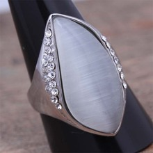 2016 New Stainless Steel Natural Moonstone Rhinestone Finger Ring For Women Top Fashion Beautiful Noble Jewelry Accessory (A130)