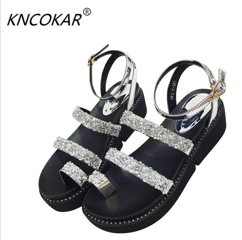 In 2017 summer the new style Hot sales of fashion trim is a pair of womens Roman shoes Wedges and diamond flip-toe sandals<br>