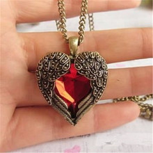 Wome Vintage Pendant Chain Necklaces Red Rhinestone Heart Wing Necklace Metal Bronze Fashion Jewelry for Lady Girls