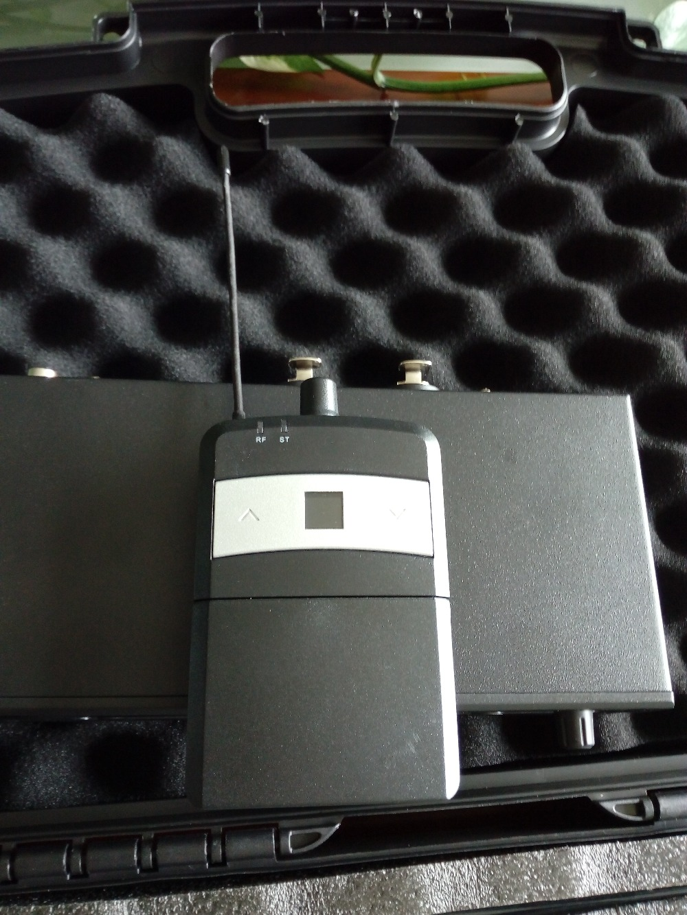 stereo one channel good quality 655-679MHZ or 838-865MHz in ear monitor system Stereo Professional / Wireless IEM