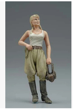 Free Shipping 1/35 Scale Unpainted Resin Figure WWII Soviet armored forces female in summer