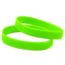 Promo Gift Custom Design Cheap Silicone Wristband Debossed Logo