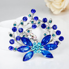 cheap New Fashion Gift Fashion Alloy Brooch Silver Flower Crystal Jewelry Rhinestone Brooches Women For Wedding