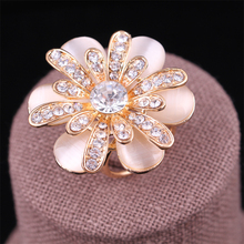 Top Sale Romantic Flower Crystal Opal Scarf Circle Clip Pins Brooch for women wedding and party scarf buckle ladies lapel pins