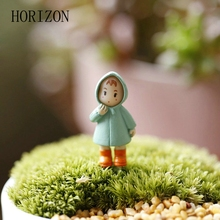 Cute Mini Figurines Miniature Girl Resin Crafts Ornament Fairy Garden Gnomes Moss Terrariums Home Decorations 1PCS