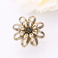 2017 New Arrival Fashion Style Women Jewelry Brooch Scarf Buckle Clips Gold-color Three Circles Shawl Scarves Flower Pins XS137