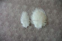 Free Shipping 50 pcs 5-8inch(13-20cm) white Ostrich Feathers for Wedding centerpiece crafts weddings(China)