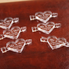 50 pieces Personalized Engraved Mirror / Clear MR&MRS Surname An Arrow Through the Love Heart Wedding Table Decoration Favors
