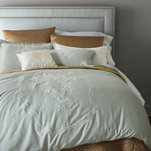 100% Long-staple cotton satin Luxury white hotel bed linen Embroidery  Luxurious bedding set duvet cover King Queen size