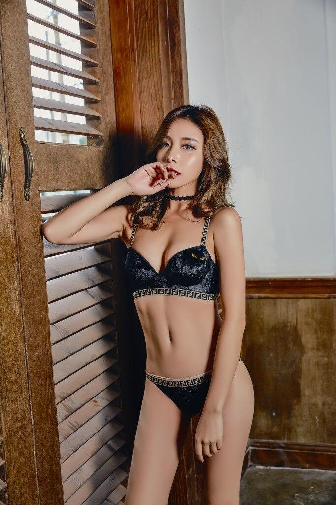 2018 New Arrival wire free bra set transparent underwear women set lace bra and panties lady intimates lingerie S M L XL