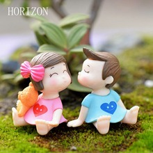 1Pair Sweety Lovers Couple Figurines Miniatures Fairy Garden Gnome Moss Terrariums Resin Crafts Decoration Accessories(China)