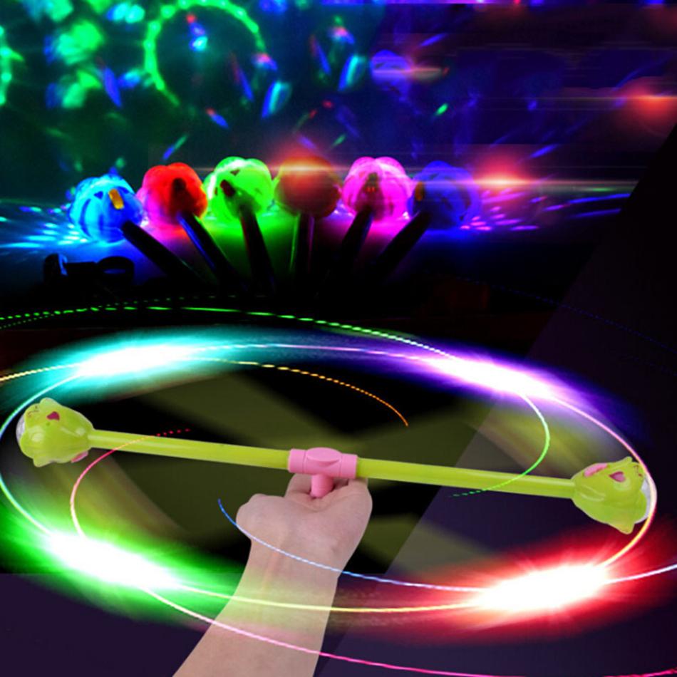 New-Glow-Zauberstab-Blinkende-Leucht-Musical-Spielzeug-Farbe-Zuf-llig-Rotating-Projektions-leuchtende-Magic-Flash-Stick