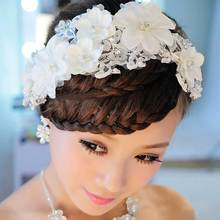 Beautiful White Flower Wedding Decoration Charming Bridal Tiaras Pure Handmade Lace Wedding Hair Accessories