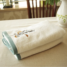 White Thick Cotton Face Towel Embroidered Flower Towel Solid Terry Fabric Bathroom Serviette de Bain