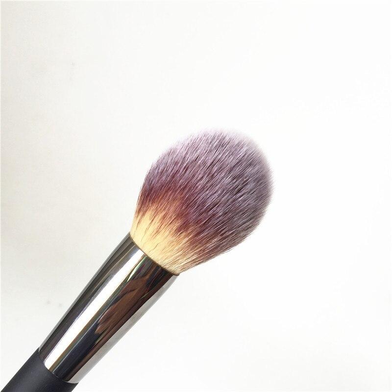 IT COSMETICS and Ball Powder Brush #8 _2