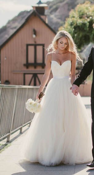 Beauty Spaghetti Straps Sweetheart Tulle Beach Wedding Dresses Sleeveless with Puffy Skirt Bridal Gowns vestidos de novia
