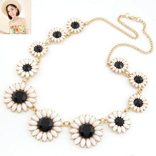 2017 Vintage Gold Chain Little Daisy Collar Statement necklace with Imitation Gemstone Necklaces Pendants for Women Men Jewelry