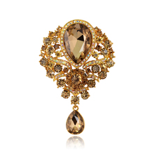 Cute Female Crystal Rhinestone Brooch Wedding Bouquet Fashion Jewelry Brand CC Brooch Pins For Women Christmas Gift