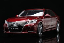 Diecast Car Model New Toyota Crown 2015 1:18 (Red) + SMALL GIFT!!!!!