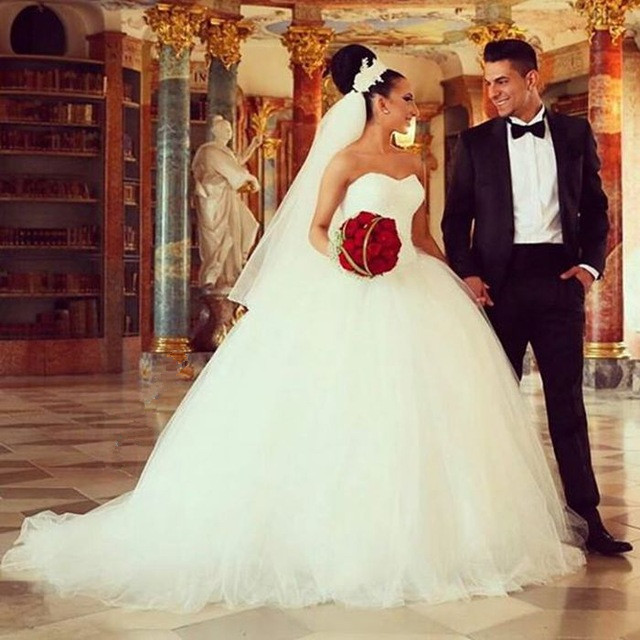 Ivory Tulle Ball Gown Wedding Dresses Sweetheart Sparkly Beaded Bridal Gowns sweep Train Bride Dresses Vestidos de noiva