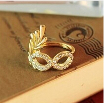 R004 Latest Fashion If you're luxurious Golden Mask Imitation crystal Ring Flash Jewelry Factory Direct 2017