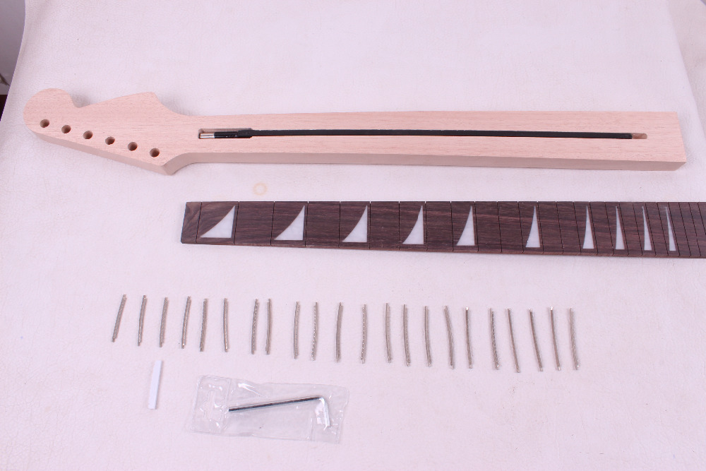 one unfinished electric guitar neck mahogany made and  rose wood fingerboard Bolt on 22 fret 004#<br>