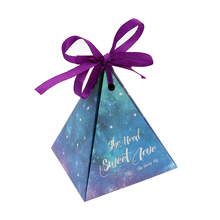 50pcs Kraft DIY paper Purple Triangular Gift Box with Starry Sky Galaxy Wedding Candy Box Favors and Gifts Bag Party Decorations