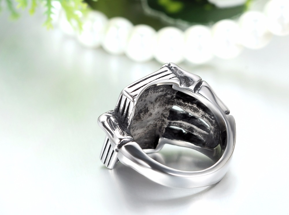 Vintage Gothic Skull Claw Playing Card Ring