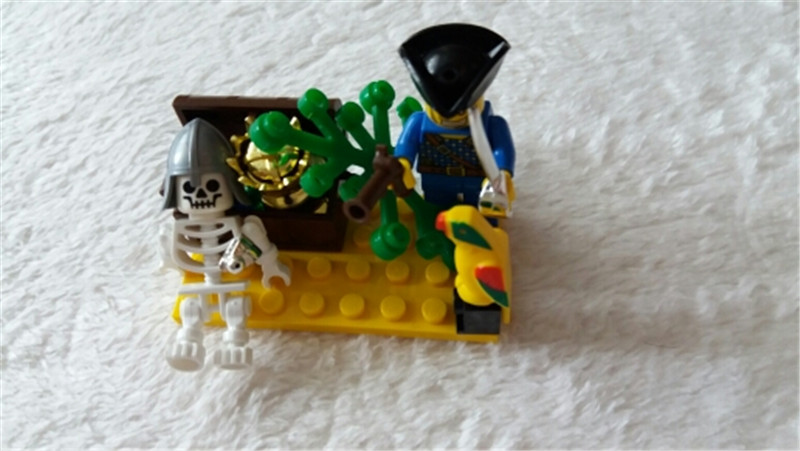 BLOCKS 312 Toy Pirate Skull Island Adventure