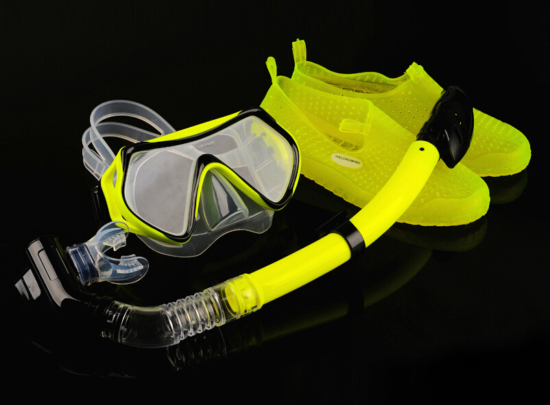 High strength 4MM toughened glass Goggles Diving Mask Full dry breathing tube Diving shoes Snorkeling supplies(China (Mainland))