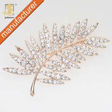Mix Design FREE SHIPPING Glitter rhinestone feather pin brooch leaf scarf wedding accessories prom corsage pin(China)